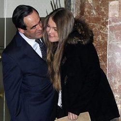 Sofía Bono con su padre José Bono en la presentación de su libro