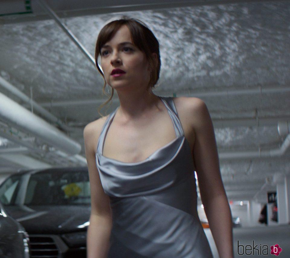Dakota Johnson en una de las escenas de 'Cincuenta Sombras más Oscuras'