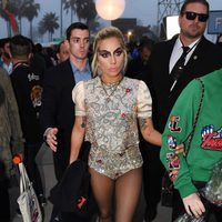 Lady Gaga en el desfile 'Tommyland' de Hilfiguer y Gigi Hadid