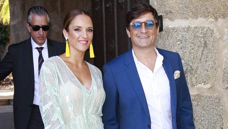 Antonio Hidalgo junto a su mujer en la boda de Álvaro Rojo, hijo de Ana Rosa Quintana