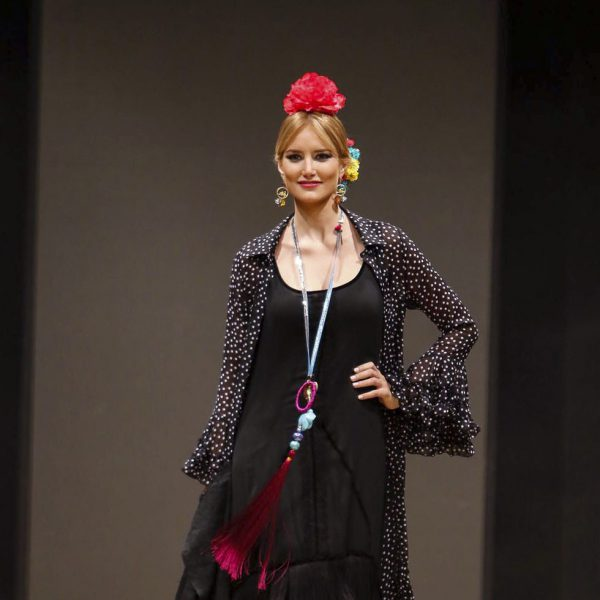 Alba Carrillo vuelve a las pasarelas en el desfile flamenco de Pol Núñez