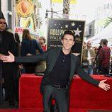 Adam Levine feliz al recibir su estrella en el Paseo de la Fama