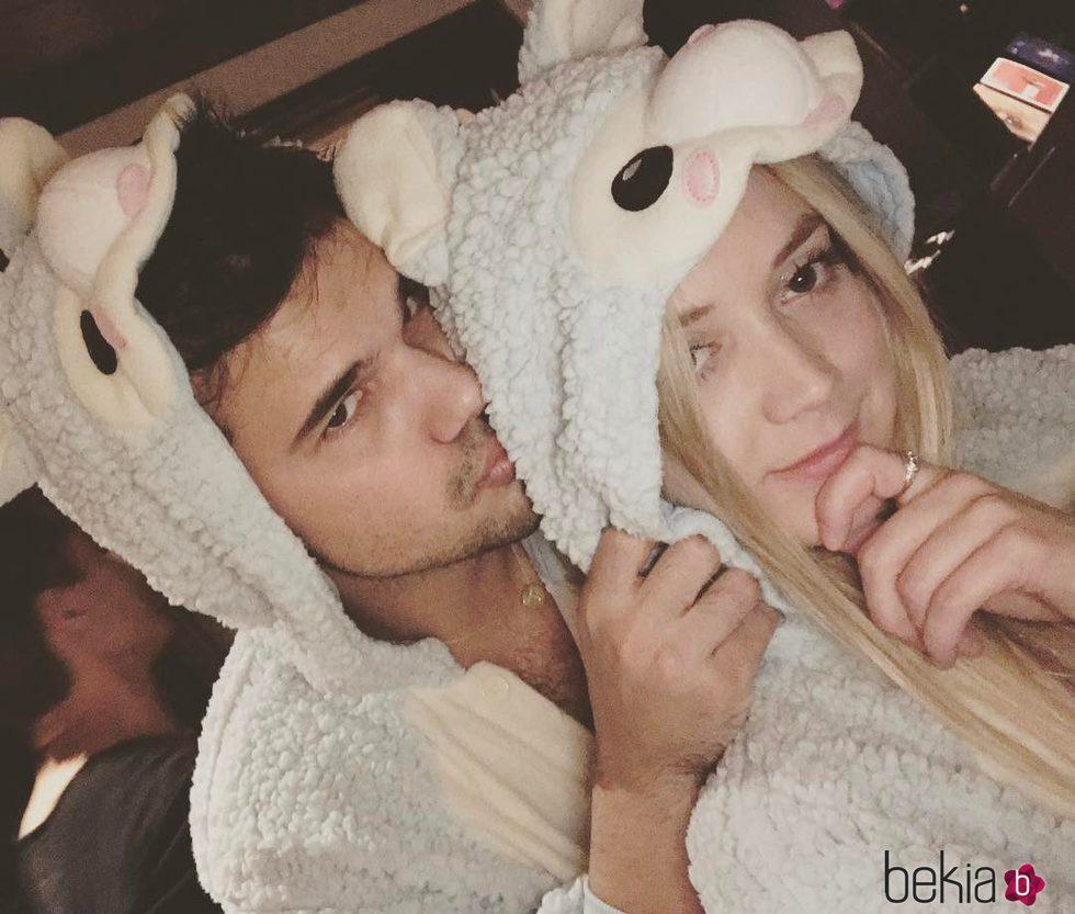 Taylor Lautner y Billie Lourd, muy enamorados - Fotos de Actualidad Taylor Lautner