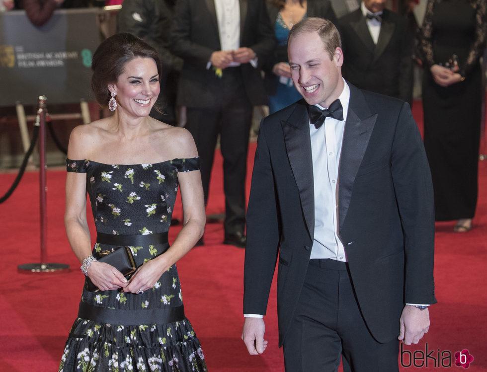 Los Duques de Cambridge en la alfombra roja de los Premios Bafta 2017