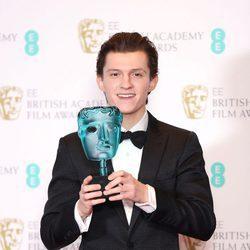 Tom Holland con su galardón los Premios Bafta 2017