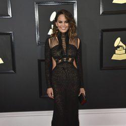 Chrissy Teigen en la alfombra roja de los Premios Grammy 2017