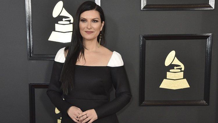 Laura Pausini en la alfombra roja de los Premios Grammy 2017