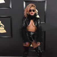 Lady Gaga en la alfombra roja de los Premios Grammy 2017