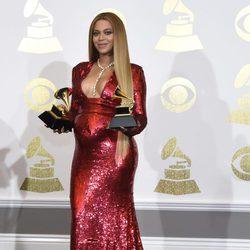 Beyoncé presume de embarazo y premios en los Grammy 2017