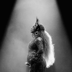 Beyoncé enseñando su embarazo en la actuación de los Premios Grammy 2017