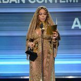 Beyoncé recogiendo su Premio Grammy 2017