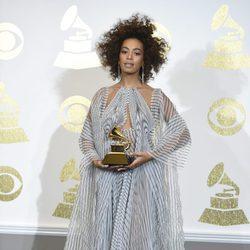 Solange gana uno de los premios de los Grammy 2017