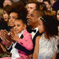 Blue Ivy aplaude el espectáculo de su madre en los Grammy 2017