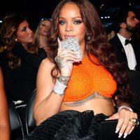 Rihanna presume de petaca durante los Premios Grammy 2017