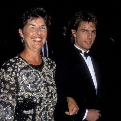 Tom Cruise junto a su madre Mary Lee South en los Gobos de Oro de 1990