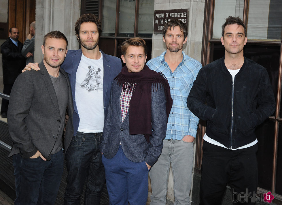 El grupo Take That en su visita a la cadena Radio 1 en 2010
