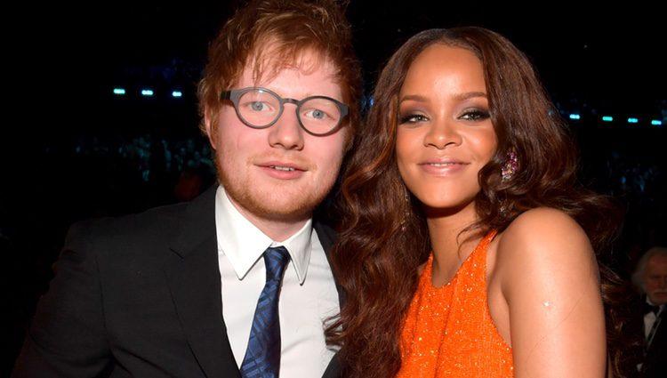 Ed Sheeran junto a Rihanna en los Premios Grammy 2017