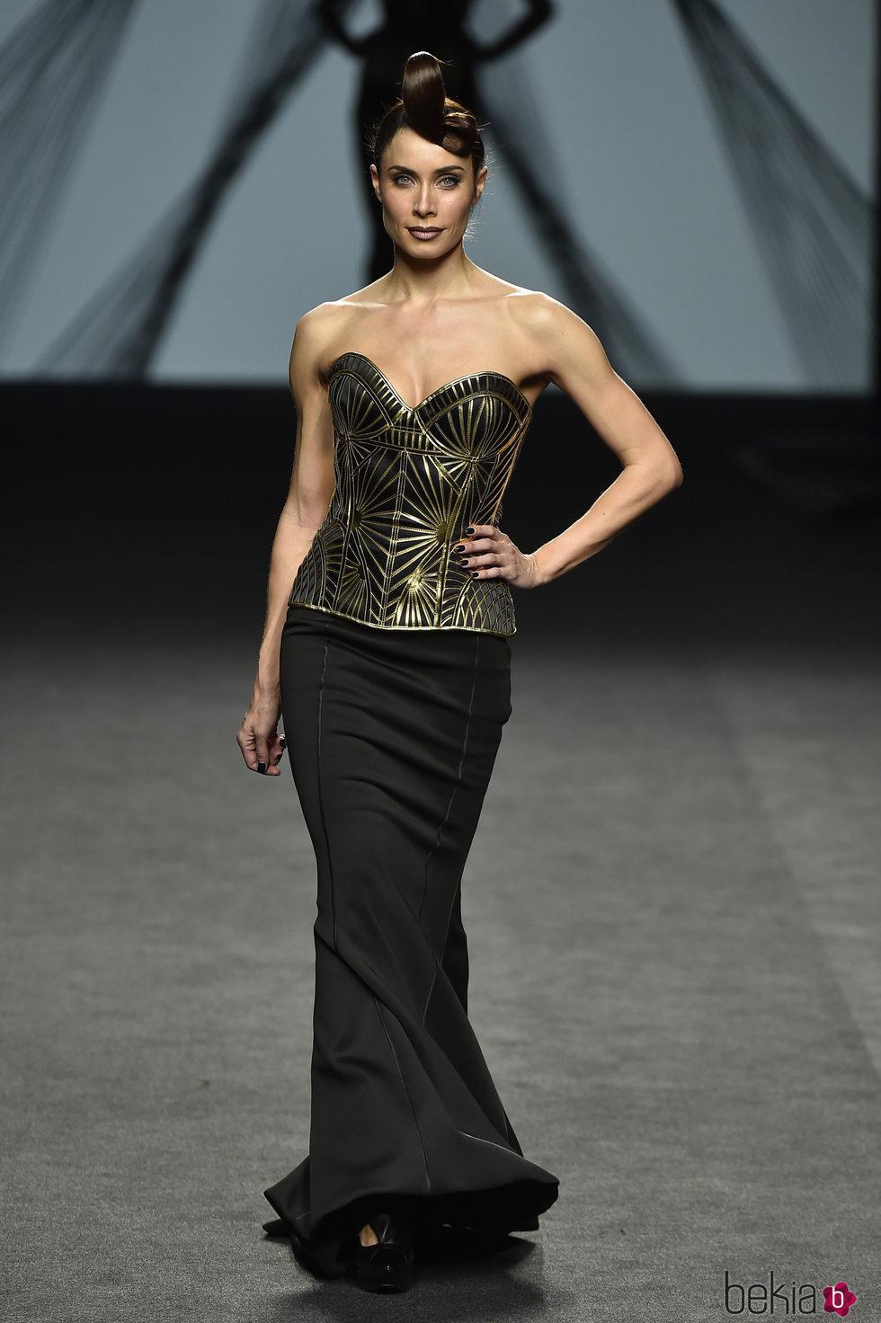 Pilar Rubio desfilando en el desfile de Maya Hansen en Madrid Fashion Week otoño/invierno 2017/2018
