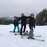 David Beckham junto a sus hijos Cruz y Romeo disfrutando en la nieve