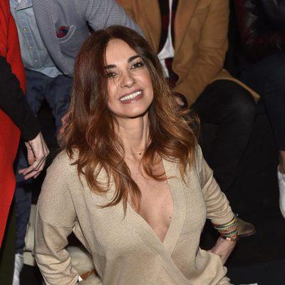 Mariló Montero luciendo escote en el desfile de Andrés Sardá en Madrid Fashion Week otoño/invierno 2017/2018
