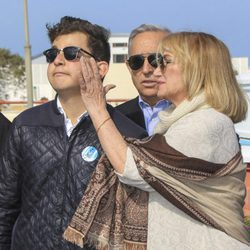 David Flores emocionado junto a su tía Gloria Mohedano en un homenaje a Rocío Jurado