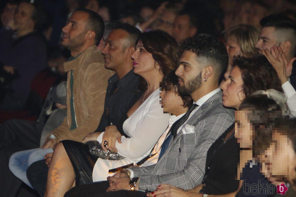 Luis Rollán, Raquel Bollo y sus hijos en el concierto de Isabel Pantoja en Barcelona