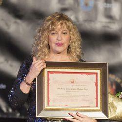 Bárbara Rey recibiendo el 'Premio Máscara de Oro 2017' en Totana, su pueblo natal