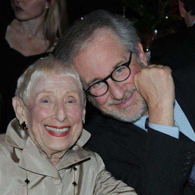 Steven Spielberg con su madre Leah Adler