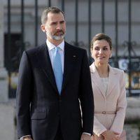 Los Reyes Felipe y Letizia en la ceremonia de bienvenida al presidente de Argentina Mauricio Macri y Juliana Awada