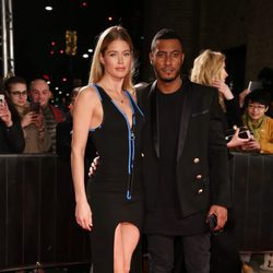 Doutzen Kroes y Sunnery James en la fiesta de la fundación Naked Heart Foundation en Londres