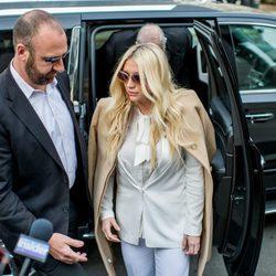 Kesha aparece en la corte entre las protestas de los fans contra Dr. Luke