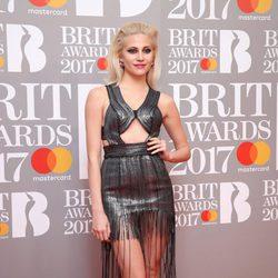 Pixie Lott en la alfombra roja de los Brit Awards 2017