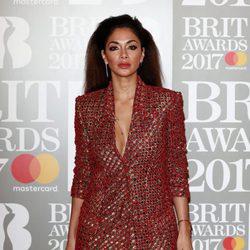 Nicole Scherzinger en la alfombra roja de los Brit Awards 2017