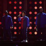 Bruno Mars cantando en los Premios Brit 2017