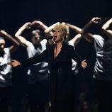Emeli Sandé interpretando 'Hurt' en los Premios Brit 2017