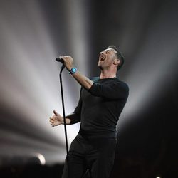 Chris Martin rinde tributo a George Michael en los Brit Awards 2017