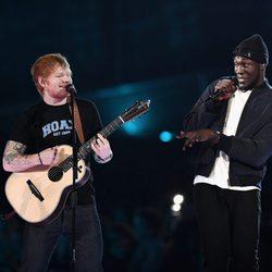 Ed Sheeran junto al rapero Stormzy en los Premios Brit 2017
