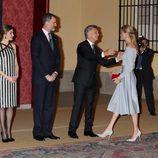 Carla Pereyra y el Cholo Simeone saludan a los Reyes Felipe y Letizia, Mauricio Macri y Juliana Awada