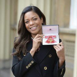 Naomie Harris recoge la Orden del Imperio Británico
