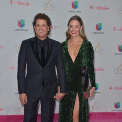 Carlos Vives y Claudia Elena Vásquez en los Premios Lo Nuestro 2017