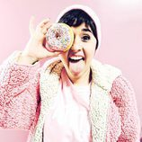 Alejandra Castelló en una divertida foto con un donuts