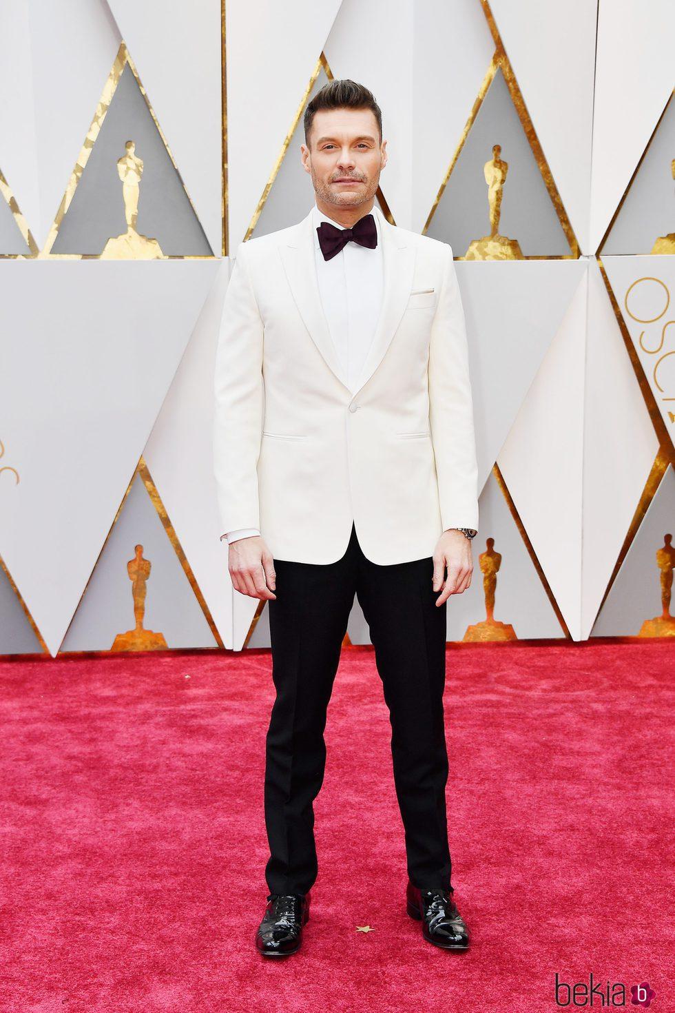 Ryan Seacrest en la alfombra roja de los Premios Oscar 2017