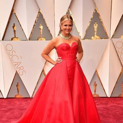 Nancy O'Dell en la alfombra roja de los Premios Oscar 2017