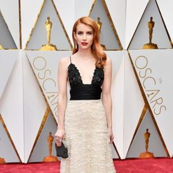 Emma Roberts en la alfombra roja de los Premios Oscar 2017