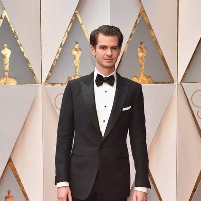 Andrew Garfield en la alfombra roja de los Premios Oscar 2017