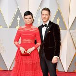 Ginnifer Goodwin y Josh Dallas en la alfombra roja de los Premios Oscar 2017