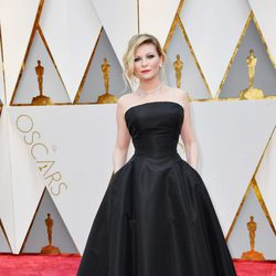 Kirsten Dunst en la alfombra roja de los Premios Oscar 2017