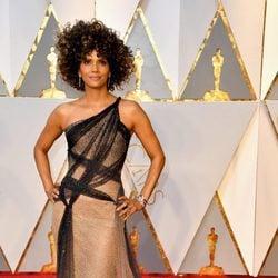 Halle Berry en la alfombra roja de los Premios Oscar 2017