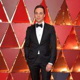 Jim Parsons en la alfombra roja de los Premios Oscar 2017