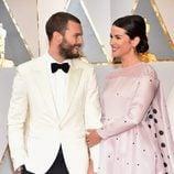 Jamie Dornan y Amelia Warner enamorados en la alfombra roja de los Premios Oscar 2017